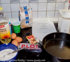 Zutaten für Becherkuchen, Eier, Mehl, Öl, Schokolade