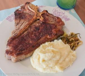 T Bone Steak mit Zucchininudeln und Kartoffel-Pastinakenpüree