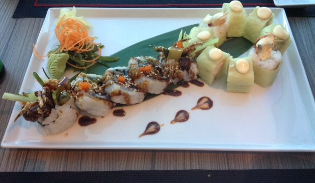 Izumi Spider Roll und Champagne Lobster in Yuzu Wrap Izumi Royal Caribbean Kreuzfahrt