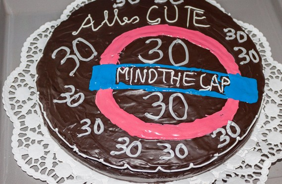 "Sachertorte Thema London: ""MIND THE GAP"""